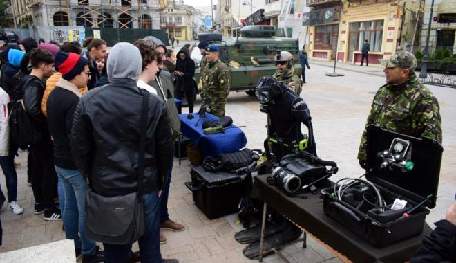 Foto: Ziua Armatei Române, marcată la Constanţa şi Mangalia