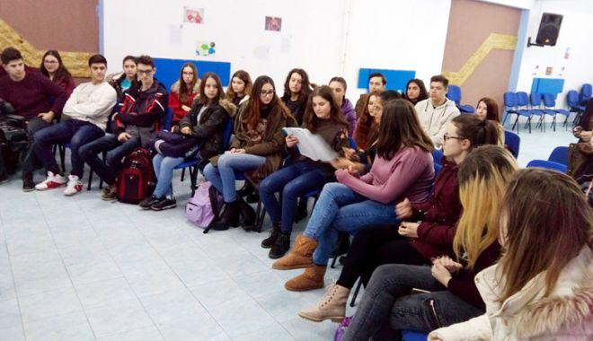 """Foto: Ziua Internațională a Cititului Împreună, sărbătorită  la Liceul """"Bălcescu"""""""