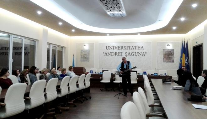 """Foto: Ziua Culturii Naţionale, celebrată prin literatură şi muzică, la Universitatea """"Andrei Şaguna"""""""