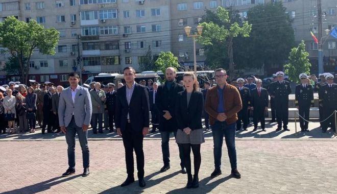 Foto: Ziua de 9 mai, marcată prin depuneri de coroane de tinerii din PSD Constanța