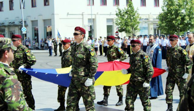 Foto: Roşu, galben şi albastru. Ceremonii fastuoase de Ziua Drapelului Tricolor