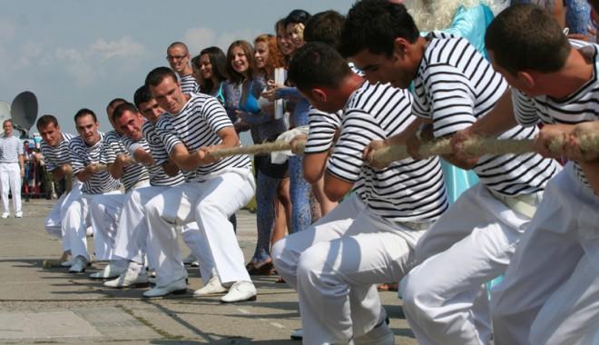 Spectacol impresionant pe faleza din Constanţa cu ocazia Zilei Marinei Române