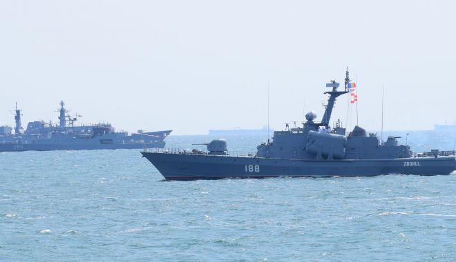"""Foto: Mare minune că mai plutesc! """"Multe nave militare încalcă principiile lui… Arhimede"""""""