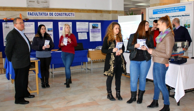 """Foto: Zilele porţilor deschise la Universitatea """"Ovidius"""""""