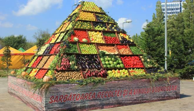 S-a deschis Sărbătoarea Recoltei şi a Vinului Dobrogean - ziuarecoltei3-1443202240.jpg