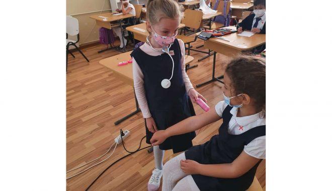 """Ziua Sănătăţii, sărbătorită de elevii Şcolii Gimnaziale nr. 18 """"Jean Bart"""" - ziuasanatatii12-1621270448.jpg"""