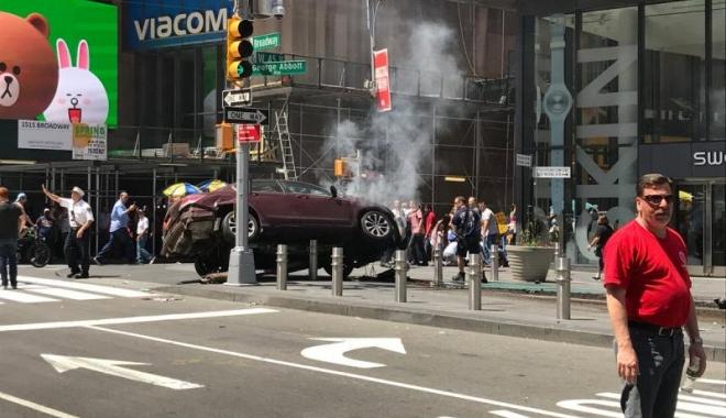 Foto: GALERIE FOTO-VIDEO / UPDATE. Două maşini AU INTRAT ÎN PLIN ÎN PIETONI la New York, în Times Square şi Staten Island