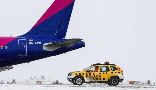 Foto: Condițiile meteo cauzează întârzieri aeronavelor de pe Otopeni