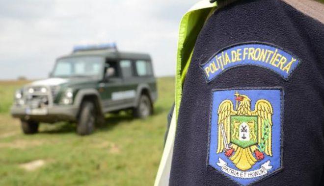 Foto: Trei bărbaţi căutați de autoritățile române, într-un dosar de OMOR, depistaţi la frontieră