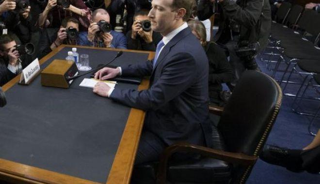 Foto: GALERIE FOTO / Detaliu amuzant de la audierea lui Mark Zuckerberg în Senatul american