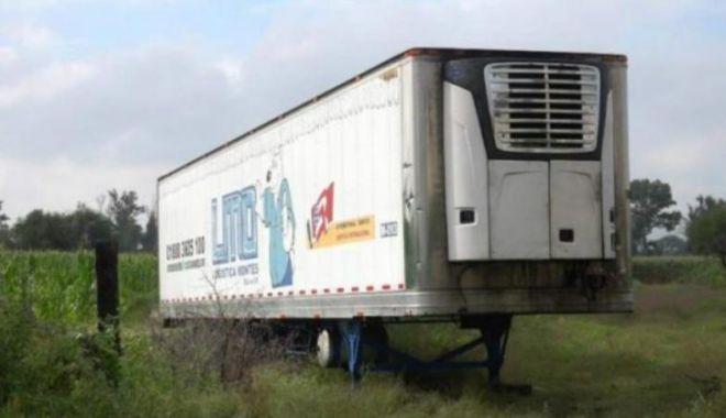 Foto: Scandal din cauza unui camion cu 300 de cadavre la bord, folosit pe post de morgă