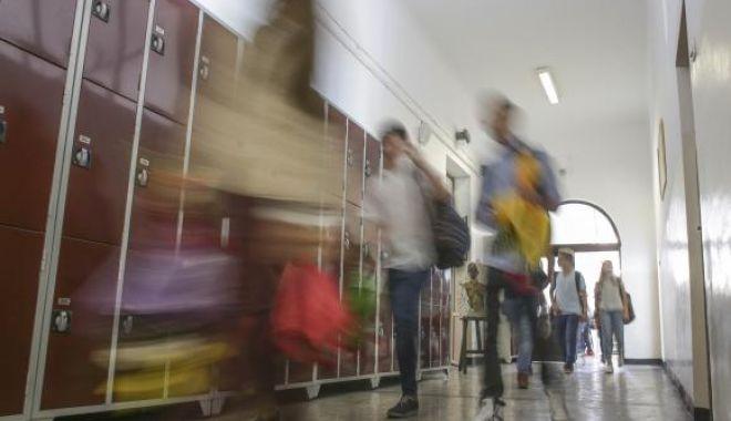 Foto: UN NOU CAZ REVOLTĂTOR! Un profesor a fost bătut de elev