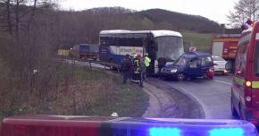 Accident între un autocar, un microbuz și o autoutilitară. Sunt 11 răniți!