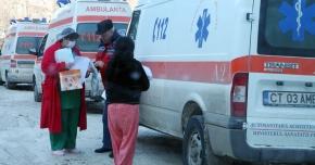 Deplasările ambulanţelor în judeţ,  doar cu ajutorul utilajelor de deszăpezire