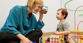 Autismul nu este o boală! Cum putem să îi ajutăm pe aceşti copii speciali?