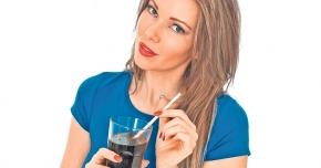 Băuturi reci sau calde? Ce este recomandat să bem vara
