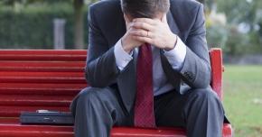 Ce boli oculare pot face bărbaţii stresaţi