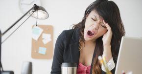 Cum treceţi mai uşor peste o noapte nedormită