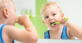 Curățarea limbii elimină respiraţia urât mirositoare