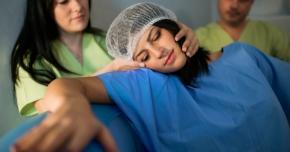 Cursuri gratuite pentru moaşe şi asistente, oferite de Spitalul privat ISIS