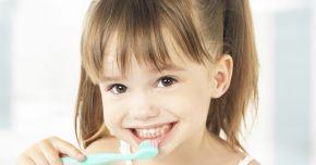Cariile dinţilor de lapte nu se transmit dinţilor permanenţi