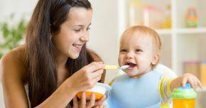 Când puteţi începe diversificarea alimentaţiei bebeluşului
