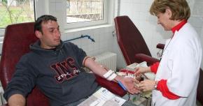 Pacienţii au nevoie urgentă de transfuzii! Donatorii de sânge sunt recompensaţi