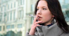 Femeile care fumează au mai puţine şanse de a avea copii