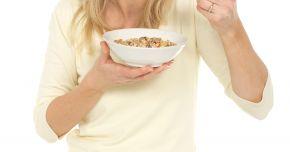Probleme cu hemoroizii? Introduceţi fibrele în alimentaţie