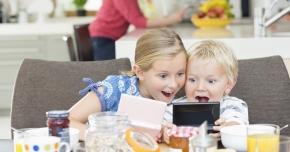 """De ce nu e bine ca cei mici să folosească telefonul sau tableta. """"Părintele trebuie să pună frâne copilului"""""""