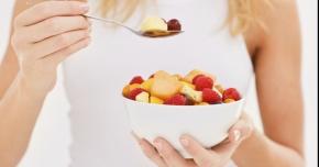 Alimentaţia bazată doar  pe fructe, un stil de viaţă pentru o sănătate  de fier