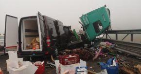 Accident rutier pe Autostrada Soarelui. O persoană încarcerată