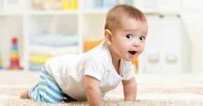 Iată de ce este indicat ca bebeluşii să meargă de-a buşilea înainte de a face primii paşi