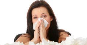 Afecţiuni de sezon. Rinita alergică poate fi confundată cu o simplă răceală