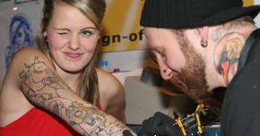 Atenţie la tatuaje! Acele folosite vă pot îmbolnăvi de hepatită