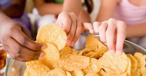 Ronţăirea permanentă a unor alimente deteriorează dinţii