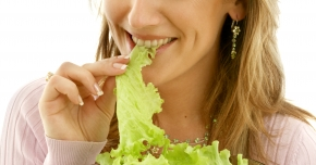 Salata verde ajută la tratarea cataractei, a infarctului sau cancerului