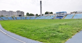 Facem săli şi bazine sau plătim salarii de mii de euro? Iar la stadion, buldozerul e soluţia!