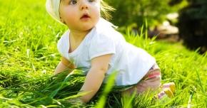 Încălţămintea nu îi determină pe bebeluşi să facă mai rapid primii paşi