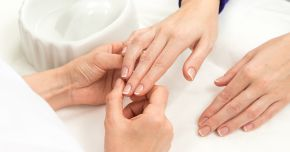 Ce ne indică forma unghiilor sau liniile de pe acestea