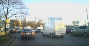 VIDEO. Nu se bat şoferii, ci pasagerii! Pumni şi palme, în plin trafic