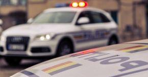 Urmărire pe străzile din Constanţa! BMW izbit într-un imobil, după ce şoferul nu a oprit la semnalul poliţiştilor