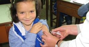 Vaccinarea copiilor ar trebui să se facă în şcoli şi grădiniţe