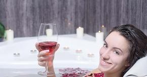 Vinul roşu pătează dinţii. Cum se poate consumaa, fără să afecteze dantura