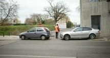 Galerie foto  / Maşini parcate haotic, la intrare în Parcul Arheologic. Poliţia Locală, nicio măsură!