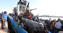 LA UN PAS DE MOARTE! 340 de migranţi, salvaţi din Marea Mediterana