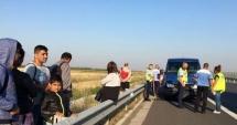 ACCIDENT VIOLENT PE AUTOSTRADĂ! 13 persoane implicate, după ce un microbuz şi o maşină s-au ciocnit