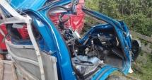 IMPACT DEVASTATOR între o mașină cu butelii de gaz și un camion: un mort