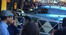 O maşină a intrat în mulţime la Sydney. Cel puţin cinci persoane au fost rănite, inclusiv un bebeluş