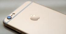 Apple, dat în judecată. A blocat iPhone-urile a sute de clienţi